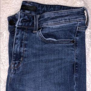 Uniqlo Denim Skinny Jeans w/ Rips on Knee Size: 25